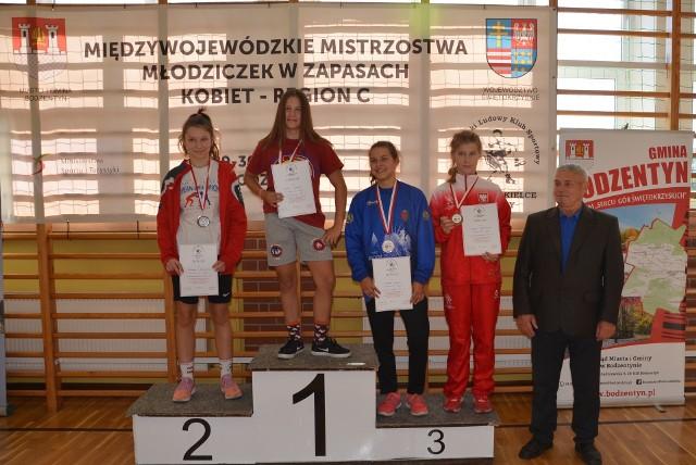 Trzy medale zdobyły zapaśniczki Guliwera Kielce na Międzywojewódzkich Mistrzostwach Młodziczek.