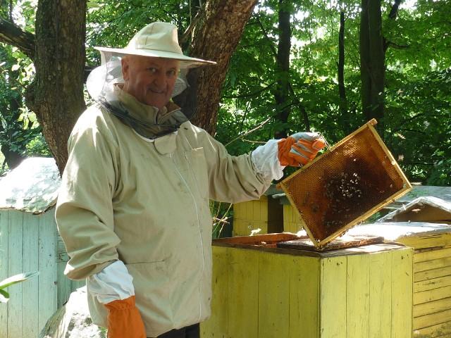 Sporo czasu minęło, zanim bieccy pszczelarze odbudowali swoje pasieki. Lucjan Furmanek, prezes koła, które ich zrzesza, nie ukrywa, że walka o odszkodowanie była długa i trudna, ale ostatecznie ma satysfakcję z wygranej