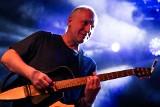 Kuba Sienkiewicz: Piosenkarz bez koncertów jest jak ryba bez wody – rozmowa z liderem Elektrycznych Gitar