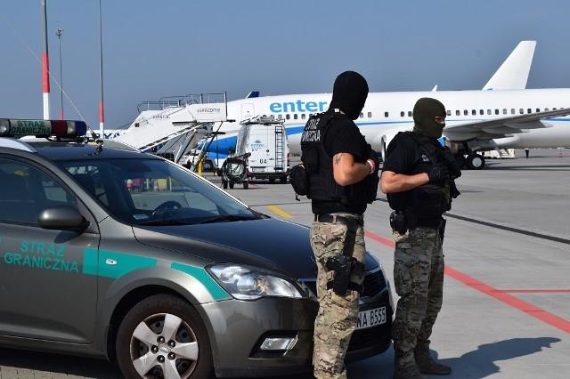 Strażnicy interweniowali na pokładzie samolotu, który przyleciał z Warszawy.