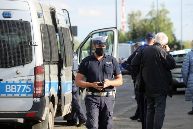 Na Wojszycach przez całą noc prowadzono poszukiwania. Nad ranem policjanci odnaleźli ciało poszukiwanego mężczyzny. Zdjęcie ilustracyjne