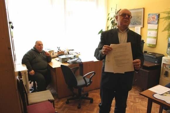 - Na ten pokój już nas nie stać, nie wiem czy wystarczy pieniędzy na mniejszy - mówi Czesław Prus, szef koła Polskiego Związku Niewidomych, które otrzymało czterokrotną podwyżkę czynszu.
