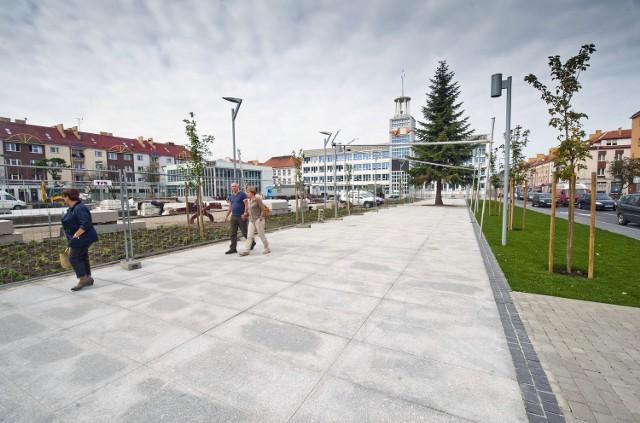 Plac przed koszalińskim ratuszem.
