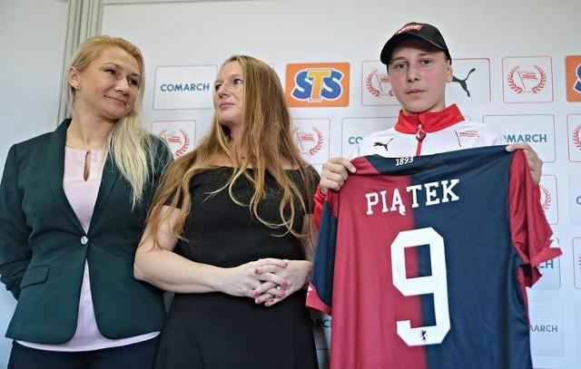 Ewa Piwowarska, Beata Mazurek i Konrad Adamczyk. Genoa zwiąże się z Akademią nie tylko przez tę koszulkę