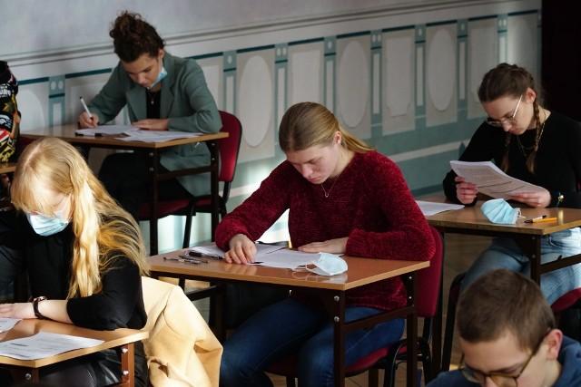W poniedziałek (2 sierpnia) licea ogólnokształcące, technika i branżówki ogłaszają listy przyjętych po głównym etapie naboru