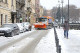 Śnieżny armagedon w Krakowie. Miasto walczy ze skutkami śnieżyc i mrozu [ZDJĘCIA] 08.02.2021