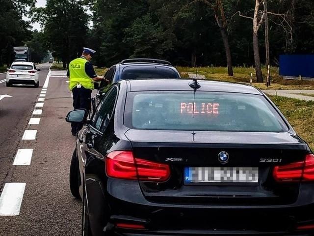 """Przed nami przedłużony listopadowy weekend. A co za tym idzie, będzie więcej patroli policji. Od piątku ruszyła akcja pn. """"Kaskadowy pomiar prędkości""""."""