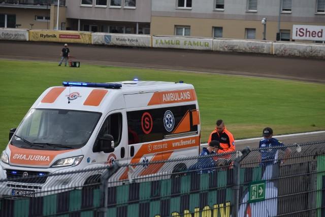 Po wypadku w 3. wyścigu Niels Kristian Iversen opuścił tor na noszach w karetce pogotowia