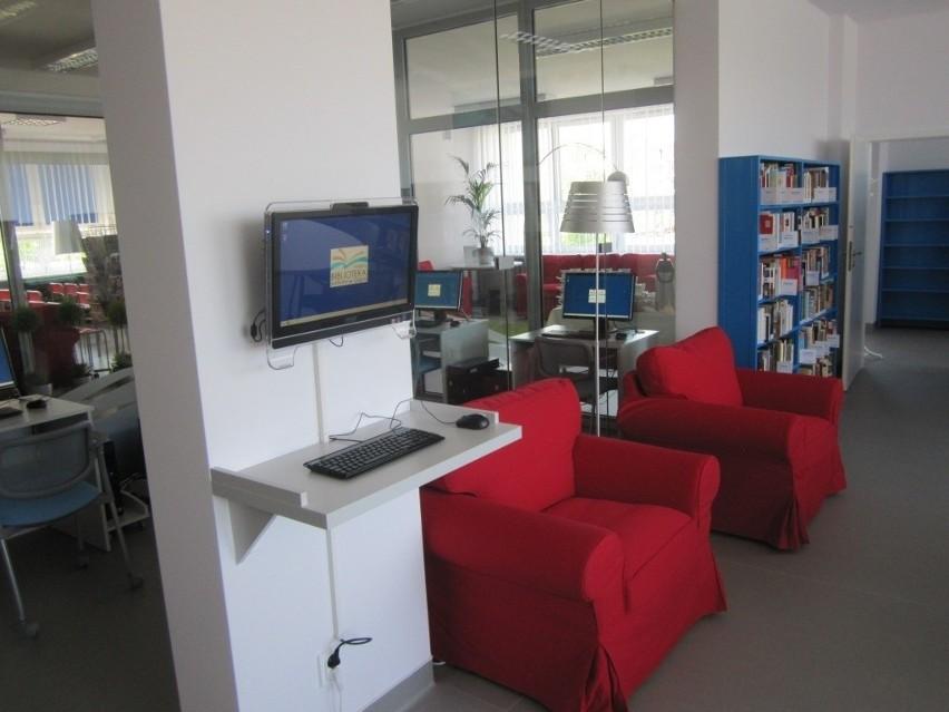 Pierwsza mediateka w Gdyni swoje miejsce znalazła na Pogórzu na ul. Porębskiego przy Zespole Szkół nr 11 w filii nr 4 Miejskiej Biblioteki Publicznej  - w 2012 roku.
