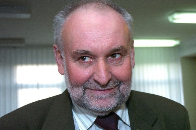 Zenon Szura, lat 56, bezpartyjny, żonaty, troje dorosłych dzieci, dwie  wnuczki, funkcję wójta Gminy Skołyszyn pełni od 2006 roku, wcześniej 11 lat pracy  na stanowisku sekretarza  gminy.