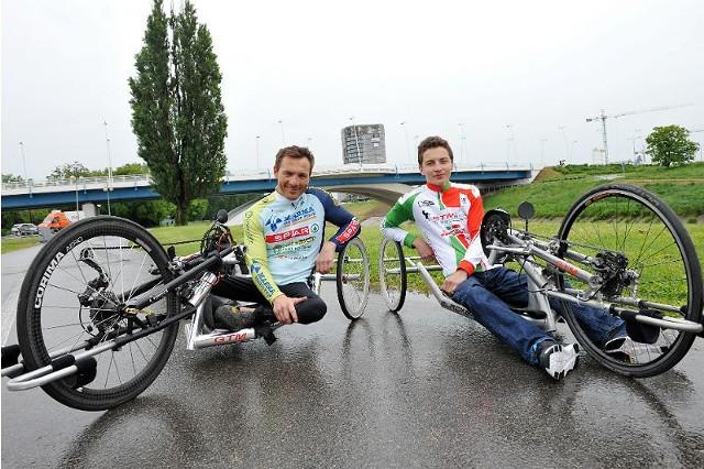 Rafał Wilk (z lewej) trenuje Adriana m.in. z myślą o budowie silnej reprezentacji Polski na kolejne igrzyska. - Adrian ma duże szanse na zdobycie medalu - twierdzi dwukrotny mistrz z Londynu.