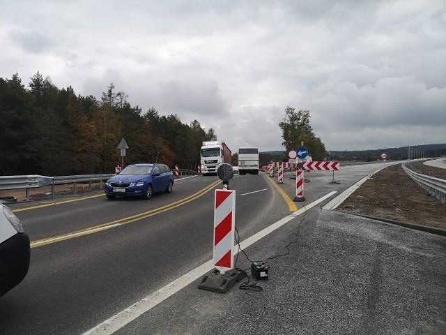 W tym miejscu łączą się: trasa S-7 Radom-granica województw mazowieckiego i świętokrzyskiego z budowanym odcinkiem ekspresówki Skarżysko-Kamienna - granica.