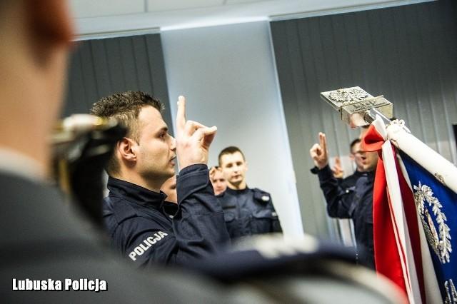 W czwartek, 5 marca, w szeregi lubuskiej policji wstąpili nowi funkcjonariusze. W Komendzie Wojewódzkiej Policji w Gorzowie Wlkp. wypowiedzieli słowa ślubowania.