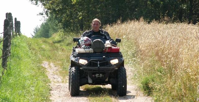 Artur Labudda podczas swojej podróży wzdłuż granicy