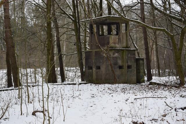 Pozostałości obozu znajdują się w lesie między Blachownią a Sławięcicami. To przerażające miejsce pozostawiono ku przestrodze dla przyszłych pokoleń.