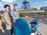 Kierowca wjechał w ojca z dzieckiem. Prokuratura umorzyła sprawę