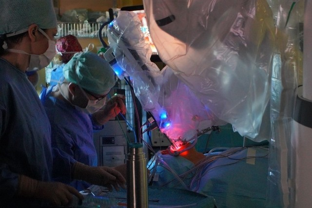 W Polsce operacje za pomocą robota da Vinci przeprowadzane były m.in. w Wielkopolskim Centrum Onkologii.