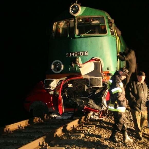 Do tragedii doszło o godzinie 20.22 na przejeździe kolejowym w miejscowości Grabowo koło Dąbrowy Białostockiej.