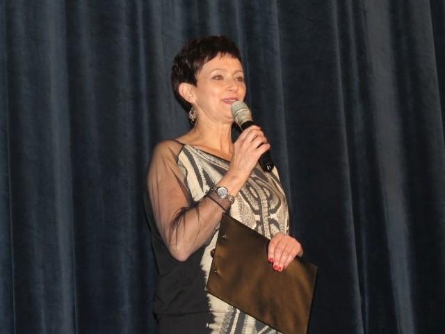Wybory Miss Ziemi Michałowskiej 2015Ewa Dembek, dyrektor BDK powitała zebranych na sali gości, jurorów i kandydatki.