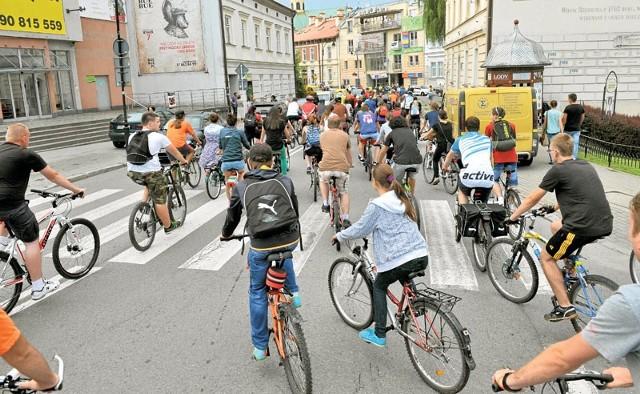 Według rzeszowskich rowerzystów w płatnej strefie parkowania powinny się znaleźć słupki i stojaki na rowery, ograniczenie prędkości dla samochodów oraz możliwość jazdy rowerem po jednokierunkowych ulicach w obie strony.