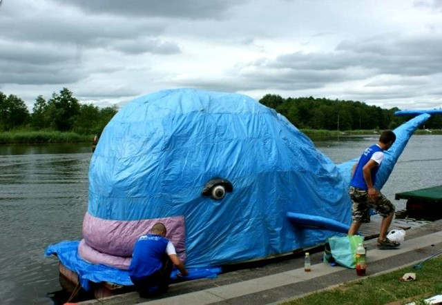 Pływanie na Byle Czym w Augustowie to jedna z najbardziej rozpoznawalnych imprez w regionie