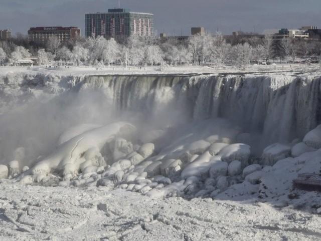 Wodospad Niagara zamarzł pierwszy raz od wielu lat