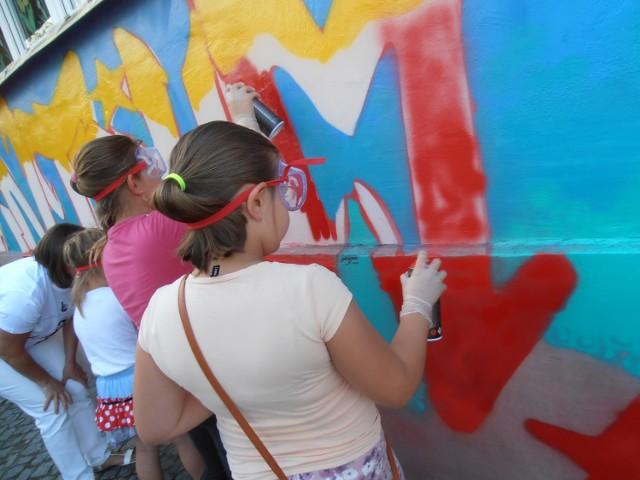 Jednym z ciekawszych przedsięwzięć była akcja wykonania na ścianie niewiadomskiego  domu kultury murala w formie graffiti, który nie tylko ozdobił budynek, pokazując kreatywność osób korzystających z jego oferty, ale także pozwolił zniwelować działalność wandali, którzy wcześniej oszpecili elewację placówki.