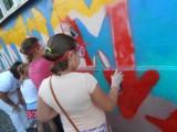Mural w Niewiadomiu lepszy od szpetnego graffiti