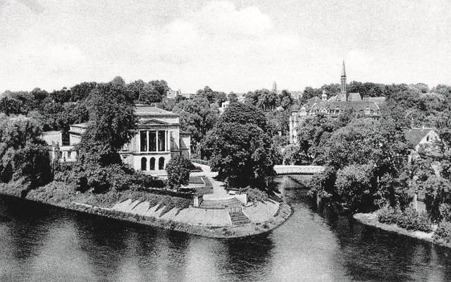 Wyspa teatralna, Wzgórza Gubińskie, kąpielisko przy moście na Nysie Łużyckiej ... i wiele innych miejsc, które wyglądają dziś inaczej. Warto pospacerować ulicami dawnego miasta