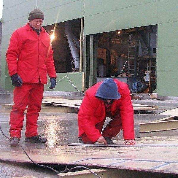 Przy budowie zakładu, w którym ze słomy  produkować się będzie opał, pracuje ekipa  bydgoskiego Bin Montażu