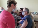 Jak przebiegają szczepienia w poszczególnych powiatach województwa podlaskiego? Statystyki i liczby