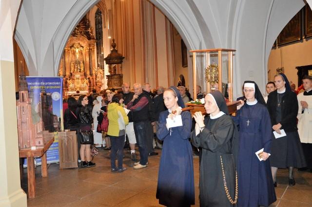 Uroczystość Podwyższenia Krzyża Świętego w katedrze opolskiej.