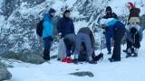 Turyści na Rysach. Czekan z drutu zbrojeniowego, rękawice robocze i gumiaki [ZDJĘCIA]