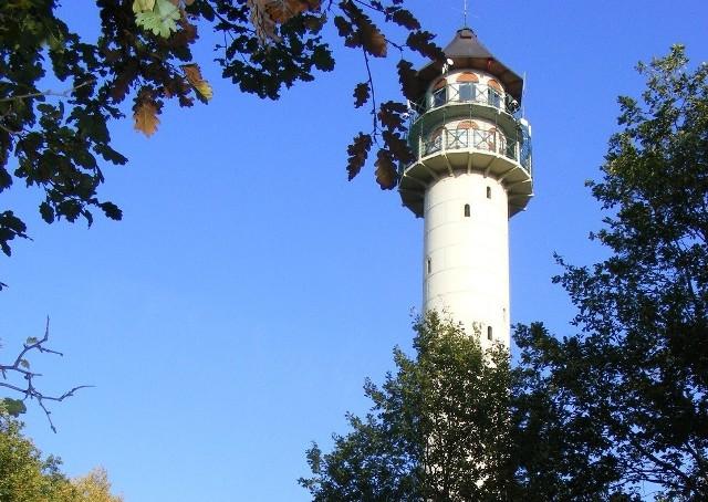 By wspiąć się na szczyt wieży widokowej i znaleźć się 30 m ponad ziemią, wystarczy pokonać 172 schody.