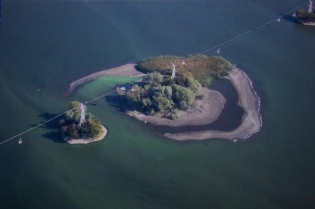 To zdjęcie Wiesław Wikarski zrobił latem. Dziś, jak twierdzi mieszkaniec Janikowa, wyspa jest jeszcze większa.