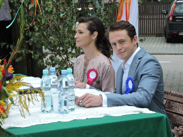 """Dwa lata temu, w czytaniu """"Wesela"""" w Wąsewie wzięli udział znani aktorzy: Olga Bończyk i Piotr Ligienza"""