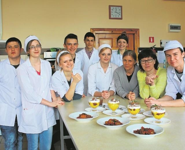 Uczniowie Techniku Żywienia i Usług Gastronomicznych  przygotowali potrawy kuchni portugalskiej.