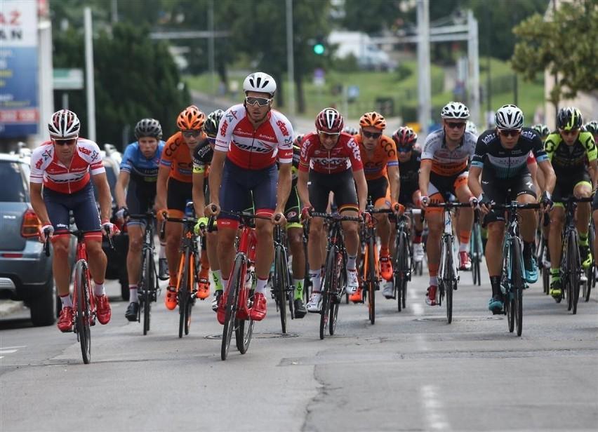 UWAGA! W sobotę wyścig kolarski startuje w Ostrowcu. Będą duże utrudnienia w ruchu!
