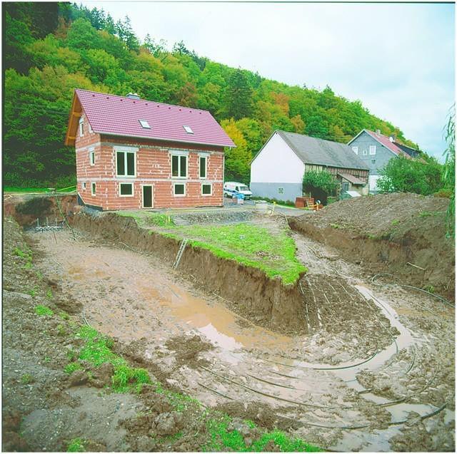 Kolektor gruntowy będzie źródłem ciepła dla tego nowo wybudowanego domu