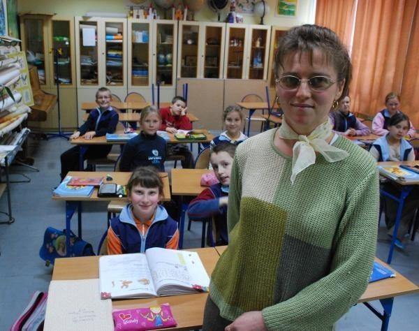 Na zdjęciu Joanna Mientus, przewodnicząca rady rodziców tutejszej szkoły podstawowej.