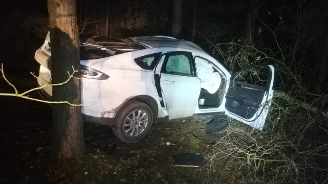 Dąbrowy. Wypadek na drodze do Myszyńca, 15.11.2019