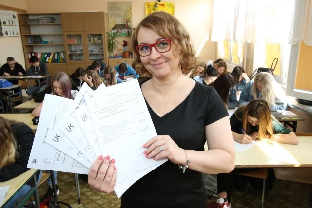 Polonistka Agnieszka Bandura radzi, aby maturzyści zerknęli jeszcze na arkusze z lat ubiegłych.