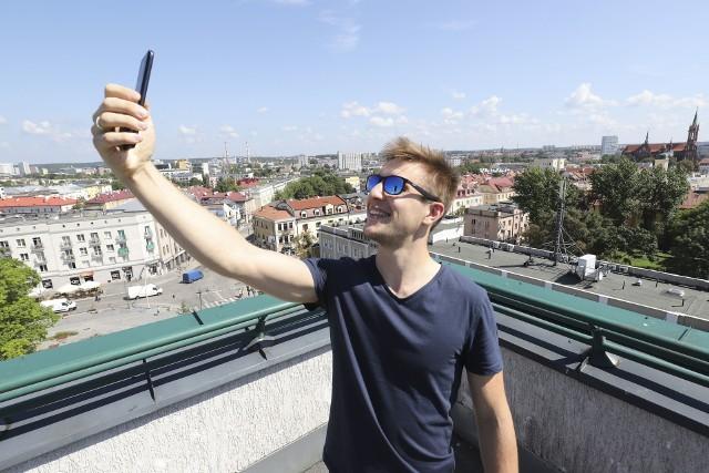 """- Media społecznościowe przesycają dzisiaj nasze życie - mówi Janek Jankowski, organizator spotkania pt. """"Ogarnij YouTube"""""""
