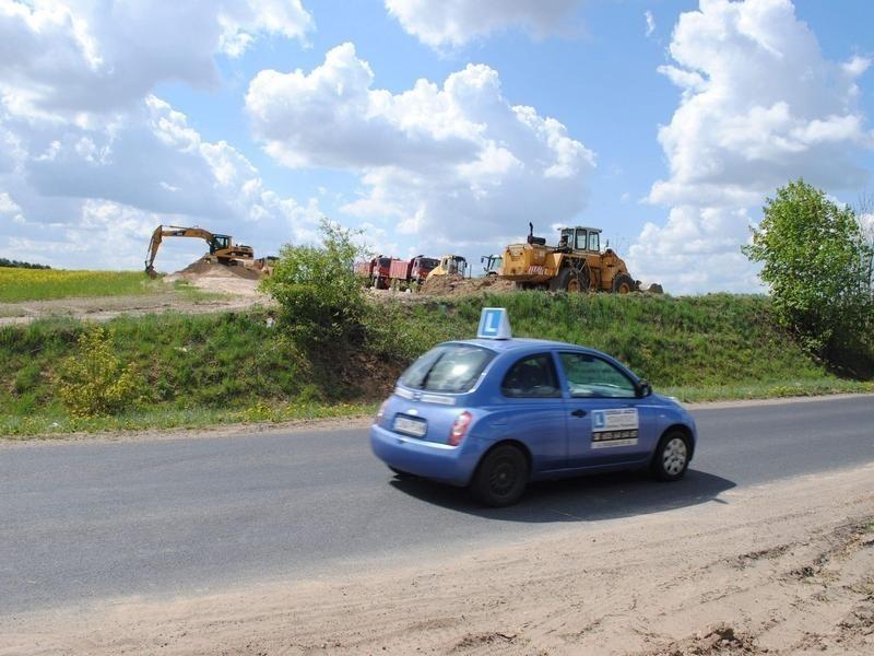 Gdy wjeżdża się do Mroczy od strony Koronowa widać pracujących drogowców