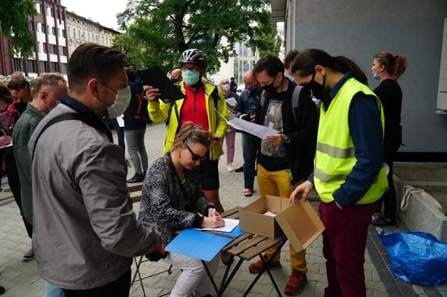 Zdjęcie z sierpniowego protestu przedsiębiorców przed siedzibą WARP.
