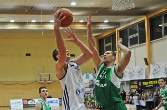 Adam Lisewski zaliczył double-double w tym meczu (11 pkt i 10 zb.)