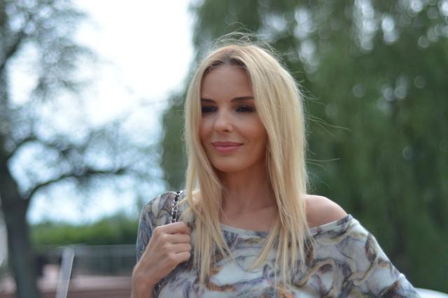 Agnieszka Włodarczyk jest w ciąży. 40-letnia aktorka i jej o 8 lat młodszy partner Robert Karaś spodziewają się pierwszego dziecka.Gwiazda pokazała zdjęcie z ciążowym brzuszkiem.Robert Karaś i Włodarczyk zaczęli się spotykać w ubiegłym roku. Karaś ma za sobą już jedno małżeństwo. ZOBACZ ZDJĘCIA
