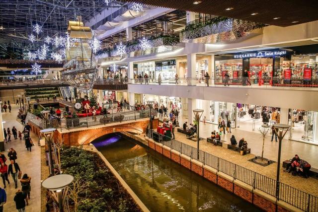 Zgodnie z §5 ustęp 2 Rozporządzenia czasowe ograniczenie handlu detalicznego obejmuje obiekty handlowe o powierzchni sprzedaży powyżej 2.000 metrów kwadratowych.