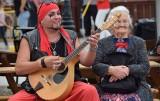 Mieszkańcy i turyści bawią się na Karpackich Klimatach w Krośnie. Atrakcji nie brakuje [ZDJĘCIA]