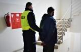 Czujny funkcjonariusz. Policjant w dniu wolnym zatrzymał poszukiwanego